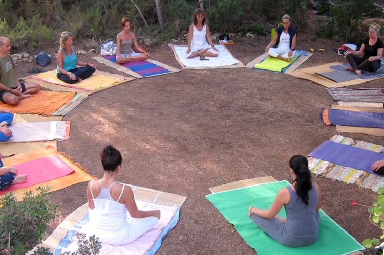 clase-yoga-bosque