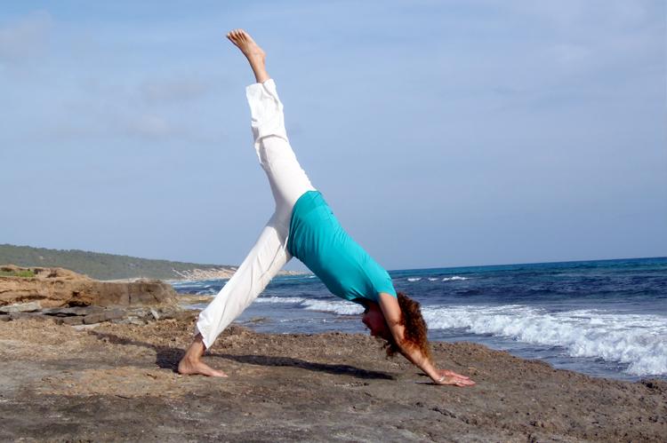 flor-asana-yoga-en-formentera